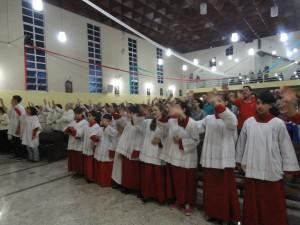 Equipe de Acólitos e coroinhas na missa com Nossa Senhora Aparecida Peregrina