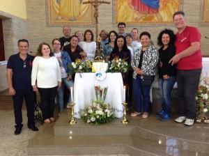 Grupo do apostolado da Oração, Legião de Maria, Movimento das Capelinhas, Pastoral Familiar e ECC fizeram um terço com Nossa Senhora Aparecida Peregrina