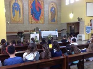 Catequese da Paróquia São José fez um terço junto com Nossa Senhora Aparecida Peregrina