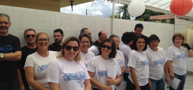 Coral São José faz visita musical em asilos