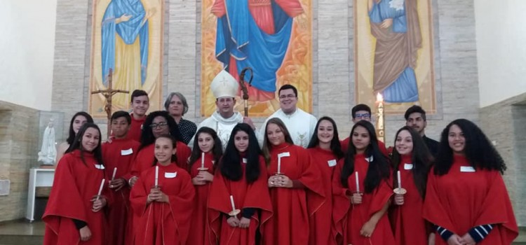65 jovens crismados na paróquia São José da Vila Oficinas